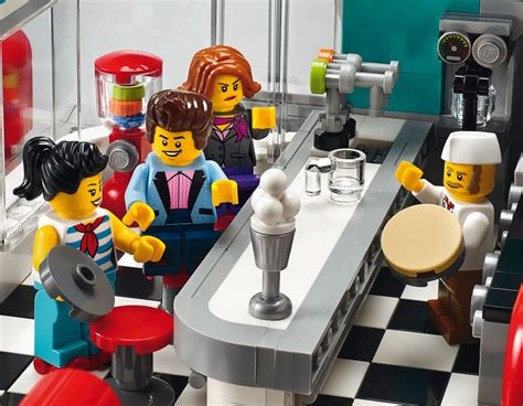 LEGO Downtown Diner 10260: Modular Building 2018