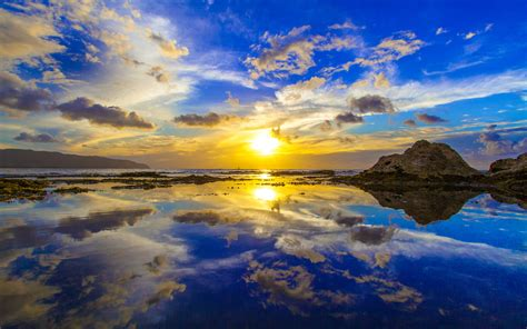 Gold Sun Reflection Oahu's North Shore In Hawaii Country
