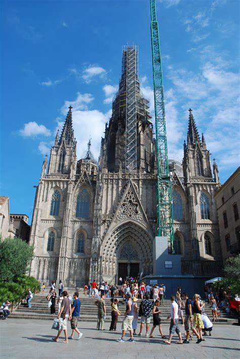 10 Sights Not to Miss in Barcelona | Pommie Travels